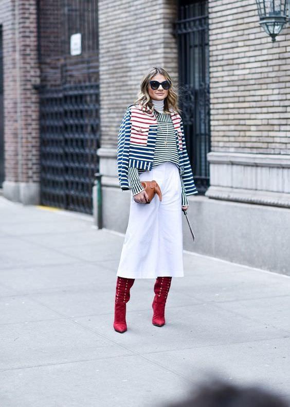 Alexandra Evangelista - calça pantacourt com bota colorida