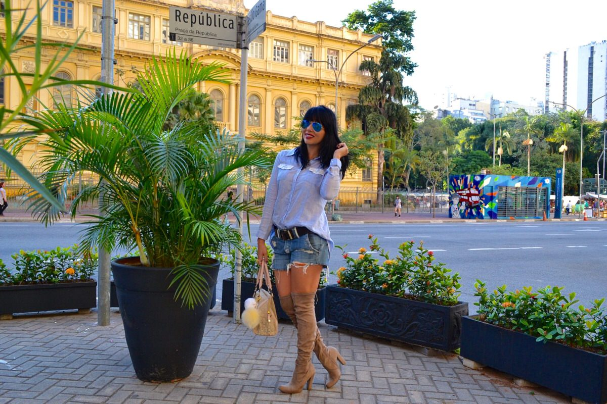 Alexandra-Evangelista-bota-over-the-knee-Via- Marte-look2