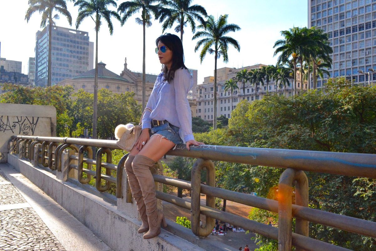Alexandra-Evangelista-bota-over-the-knee-Via- Marte-look4
