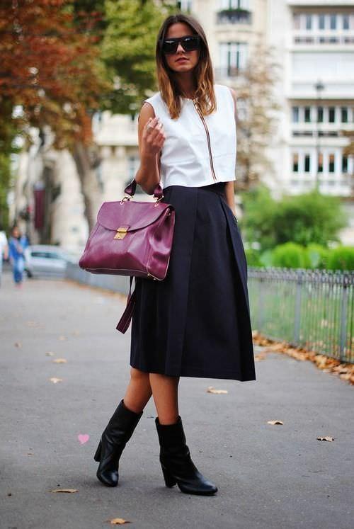 Look saia midi com bota, opções de cores neutras
