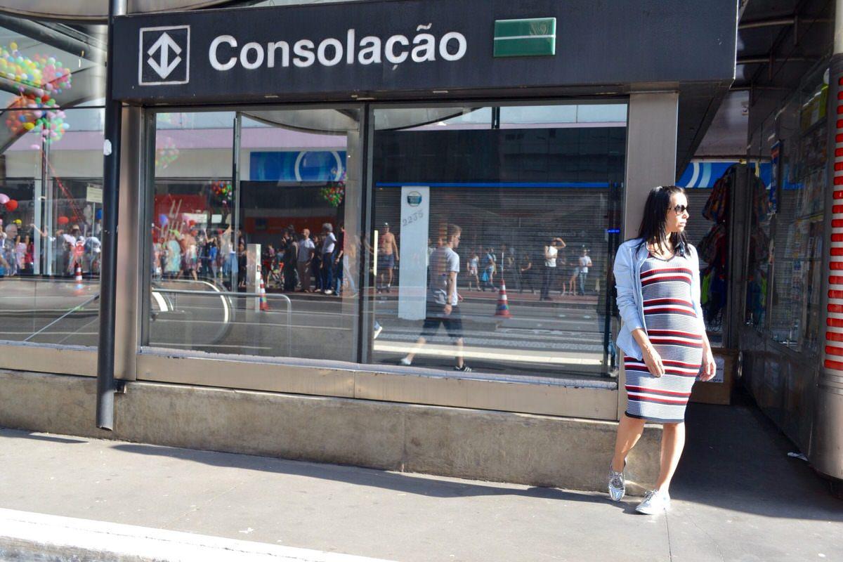 São Paulo na Avenida Paulista o look do dia com oxford metalizado