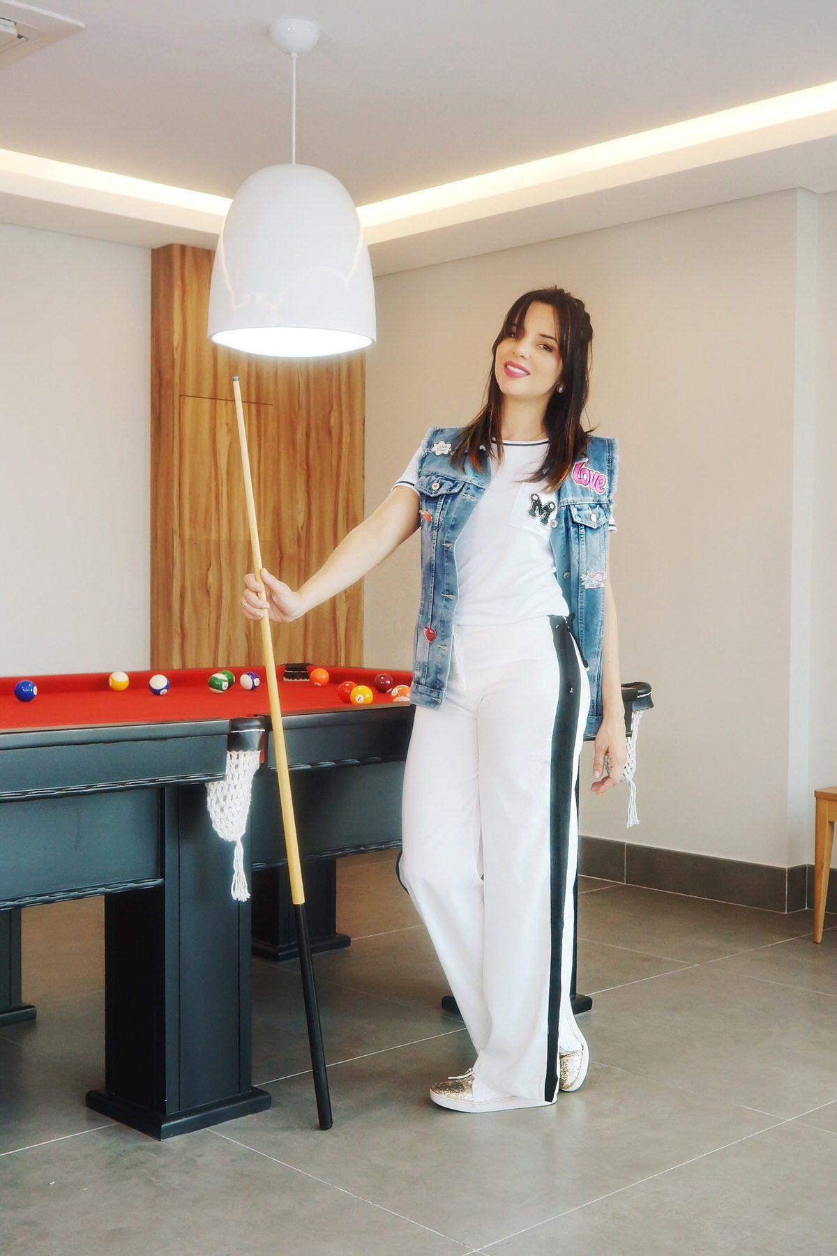 Calça sporty com max colete jeans e patches. Como usar Maxi Colete!