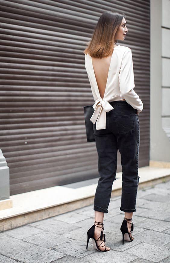 Costas de fora com laço maravilhoso e calça preta, Alexandra Evangelista