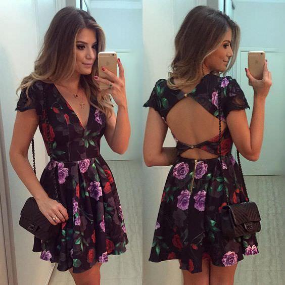 Look costas de fora com vestido floral tendência verão