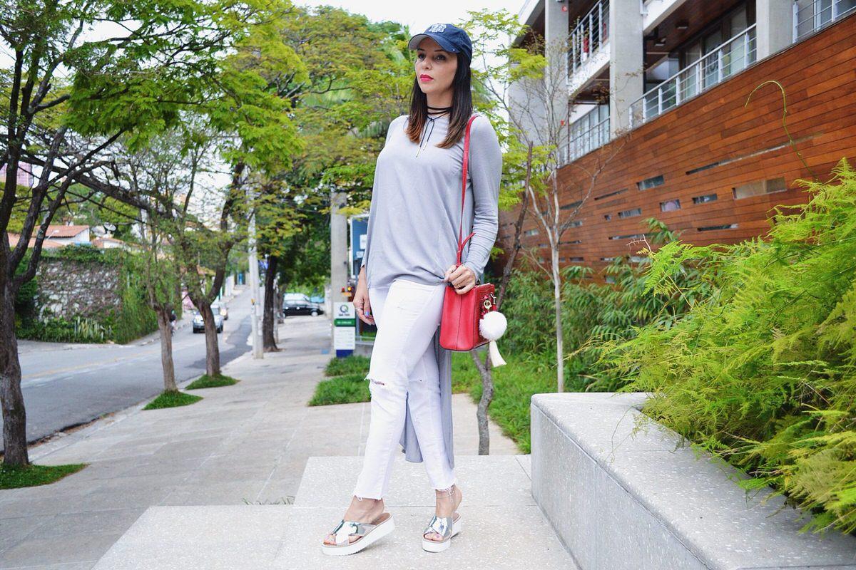 como usar sandália flatform prateada, look por Alexandra Evangelista