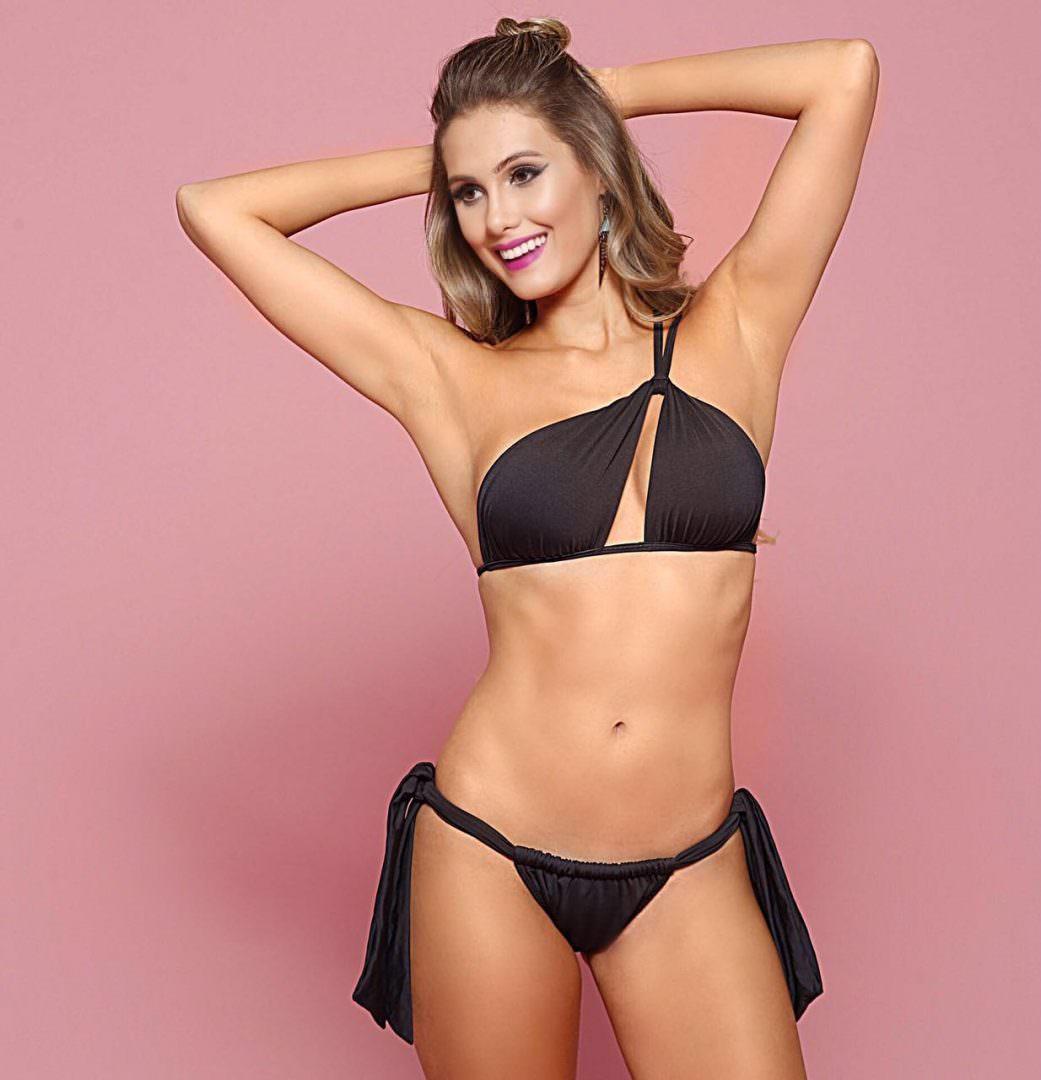 Biquini de um ombro para valorizar silueta quadril largo, moda praia por Alexandra Evangelista