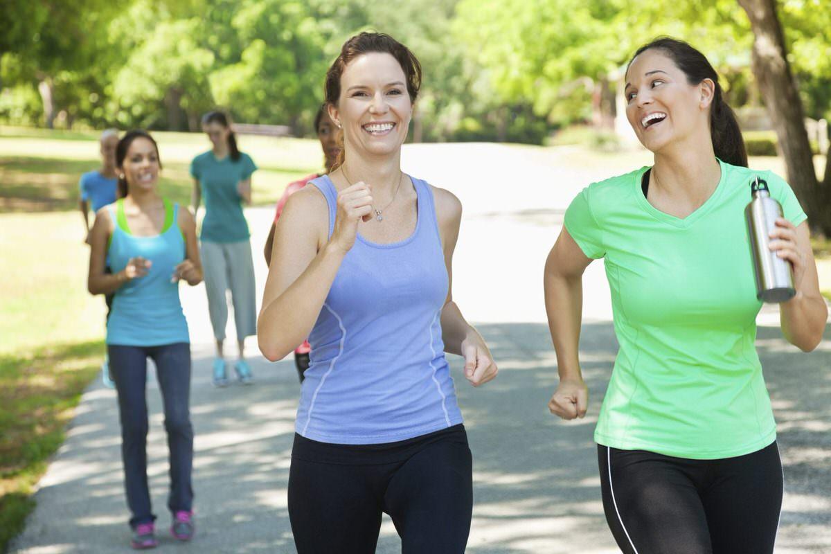corrida em grupo e uma boa alternativa para se exercitar