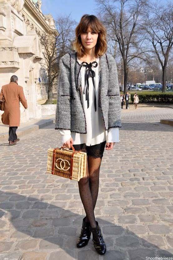 como usar bolsa de palha no verao e no inverno, por Alexandra Evangelista. Bolsa de palha estruturada Chanel.