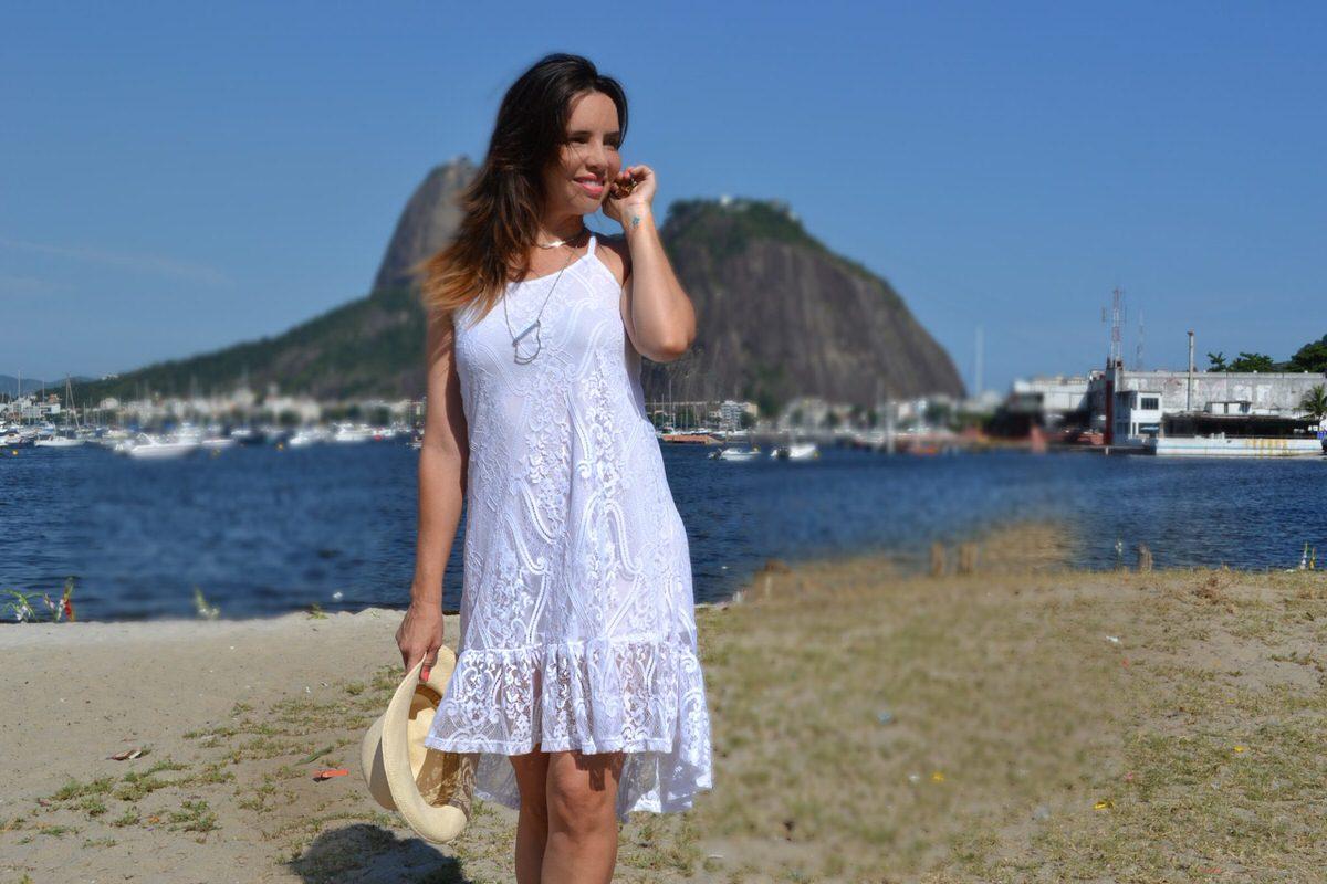 Look vestido branco estilo mulet no rio de janeiro, vestido Mosaico Virtual. Digital Influencer Alexandra Evangelista